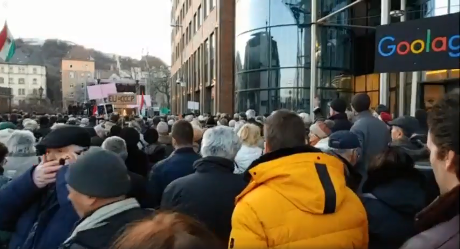 YouTube Erasure: Pro-Gov't PestiSrácok Holds Protest, Fears that Google Will Decide Elections post's picture