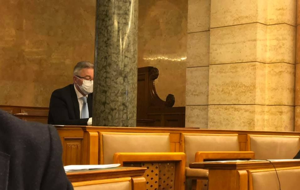 Fidesz MP in Contact with Coronavirus Patient Leaves Voluntary Home Quarantine to Attend Vote in Parliament post's picture