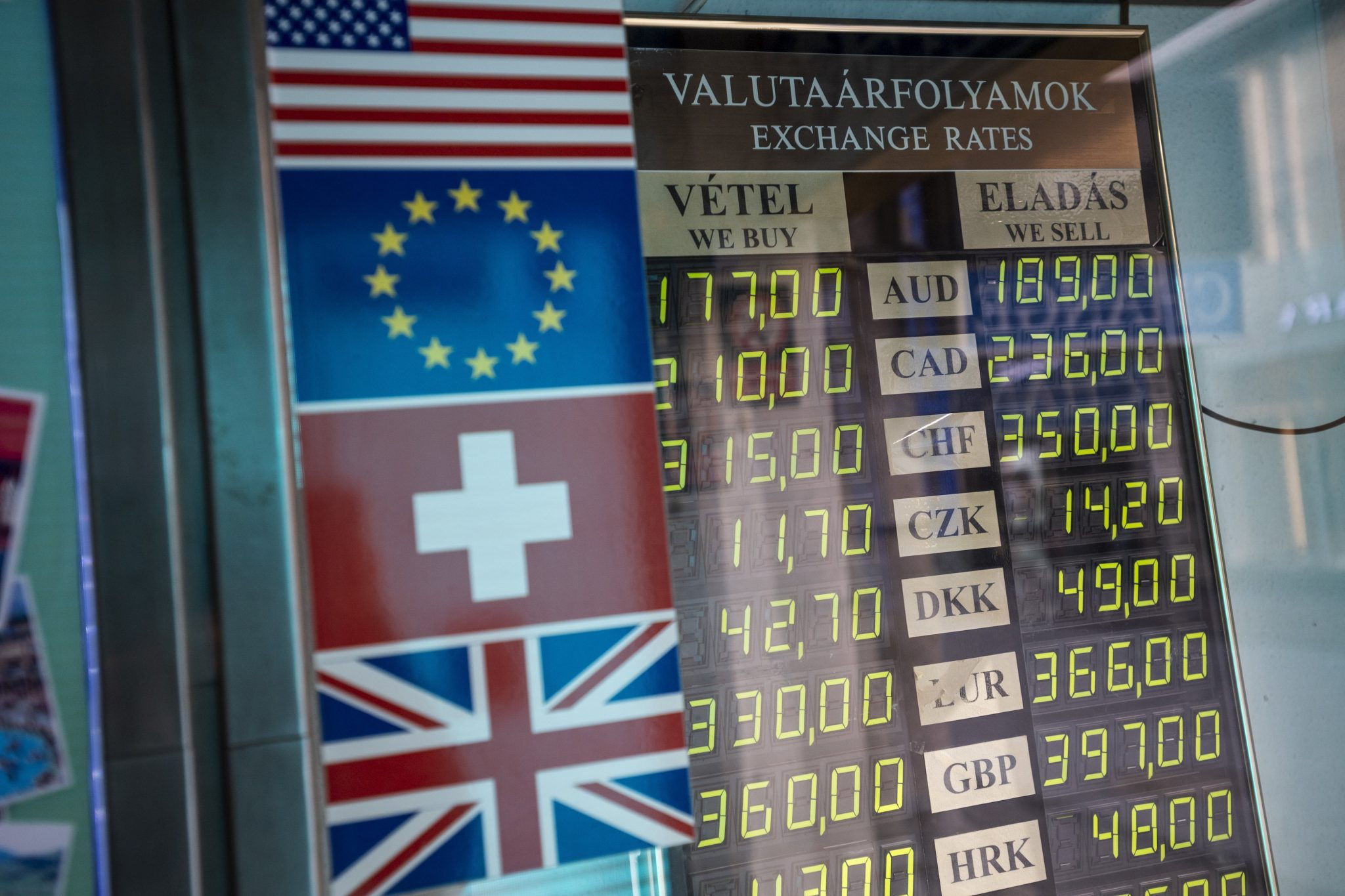 Forint Reaches Another Negative Record at 369.59 against Euro post's picture
