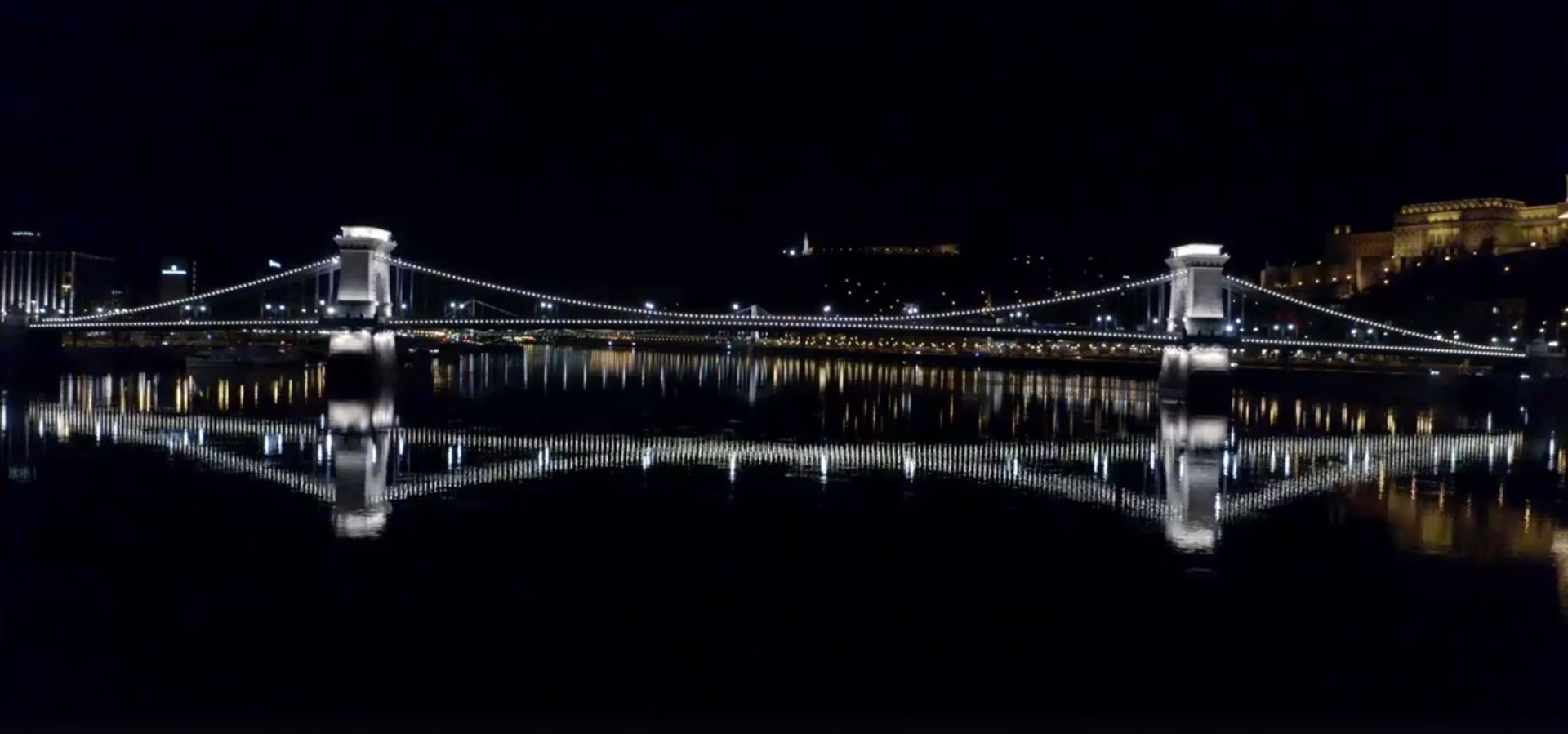Coronavirus: Chain Bridge Illuminated with White Light in Nod to Healthcare Workers post's picture