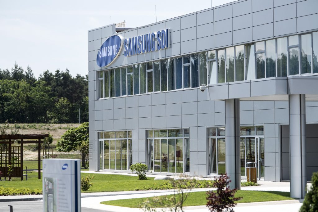 Coronavirus: Párbeszéd Turns to Ombudsman over Gov't 'Taking Away' Samsung Plant from Göd post's picture