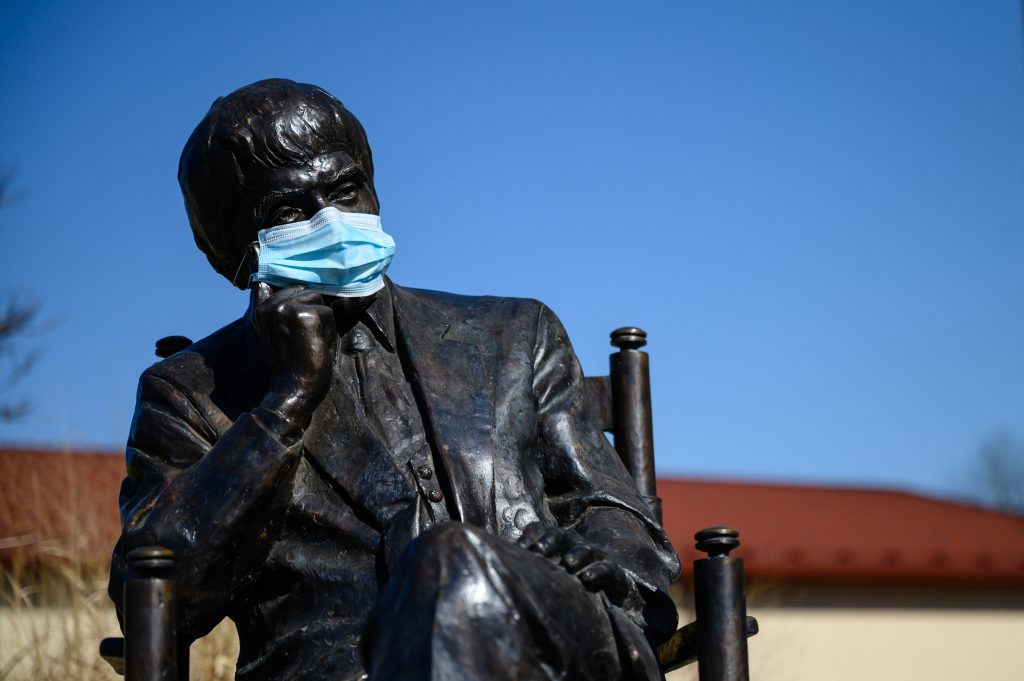 Statues Wear Face Masks Amid Coronavirus Crisis – Photo Gallery! post's picture