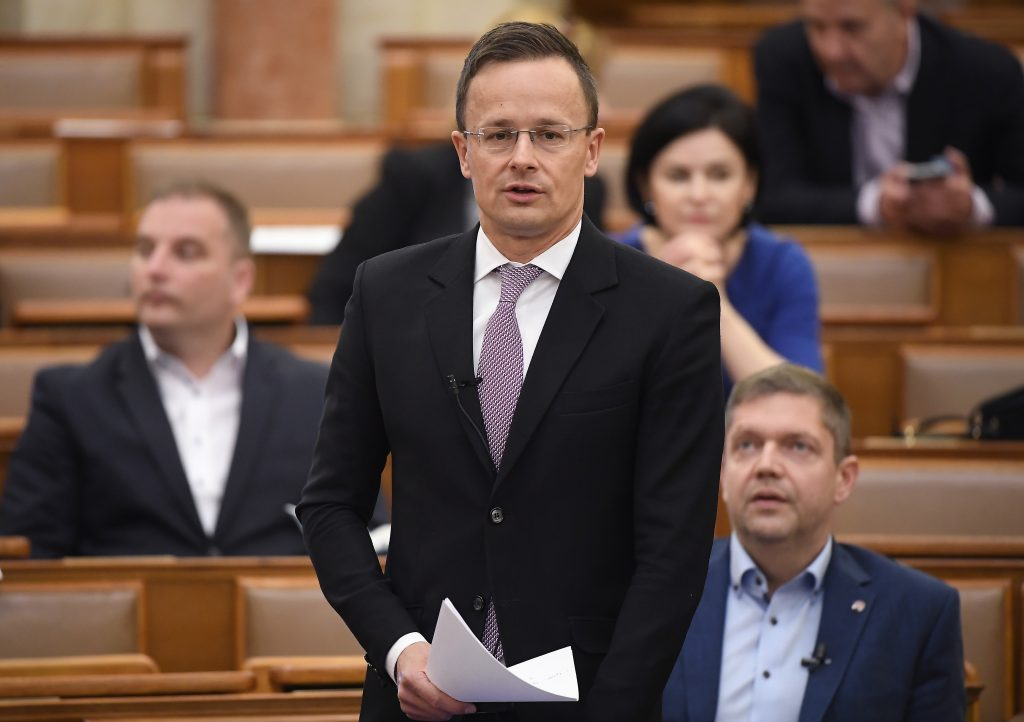 Szijjártó: 700 Ventilators Delivered to Hungary in Two Days post's picture