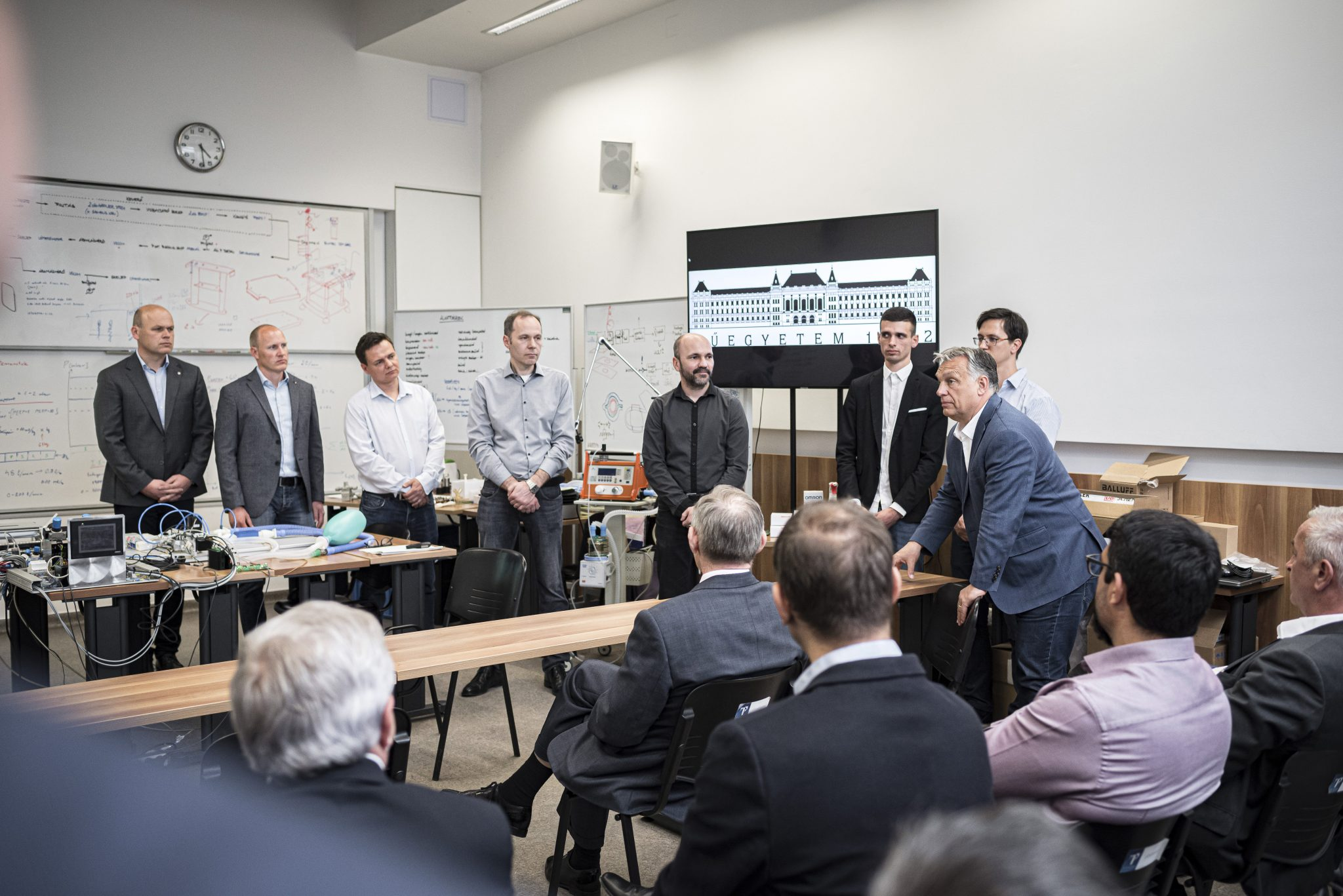 Coronavirus: Orbán Takes a Look at Hungarian Ventilator Prototype post's picture