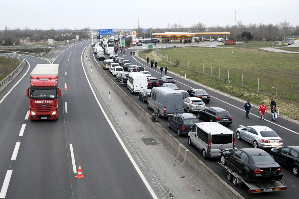 Coronavirus: Hungary-Austria Border Crossing Open to Commuters post's picture