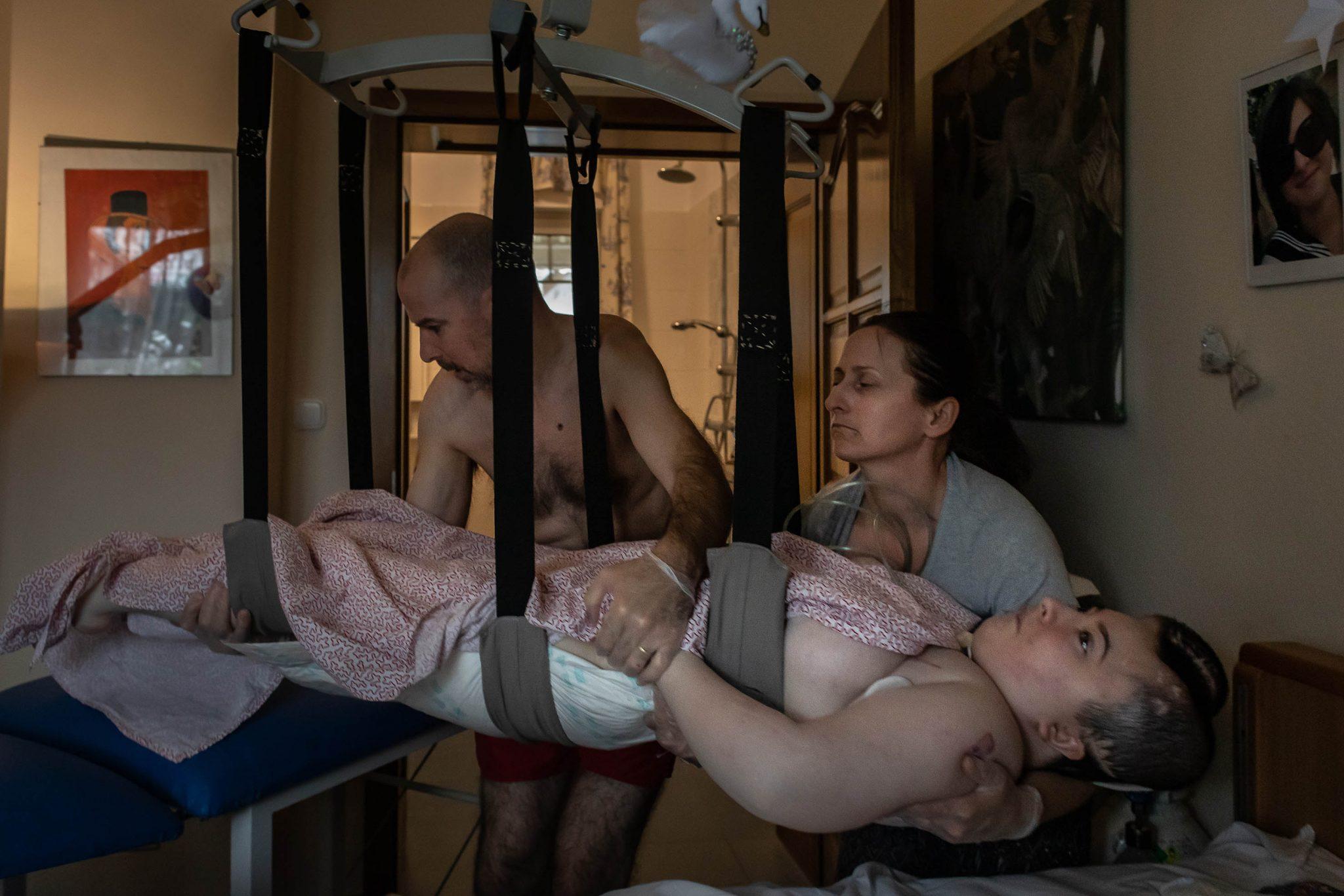 Family Home Care and Nagybánya Segregation Photos Win Hungarian Press Photo Award's Grand Prizes This Year