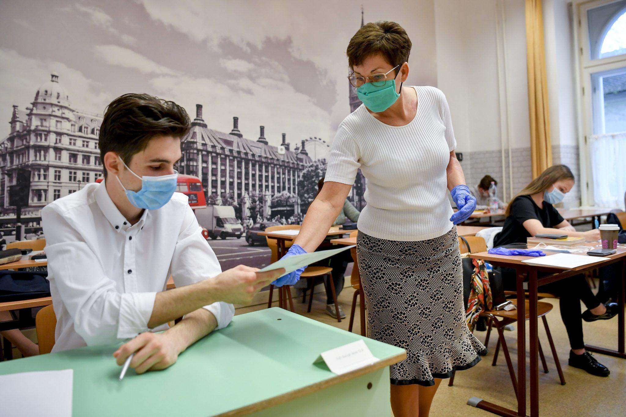 Gov't to Start Vaccination of Teachers Next Week