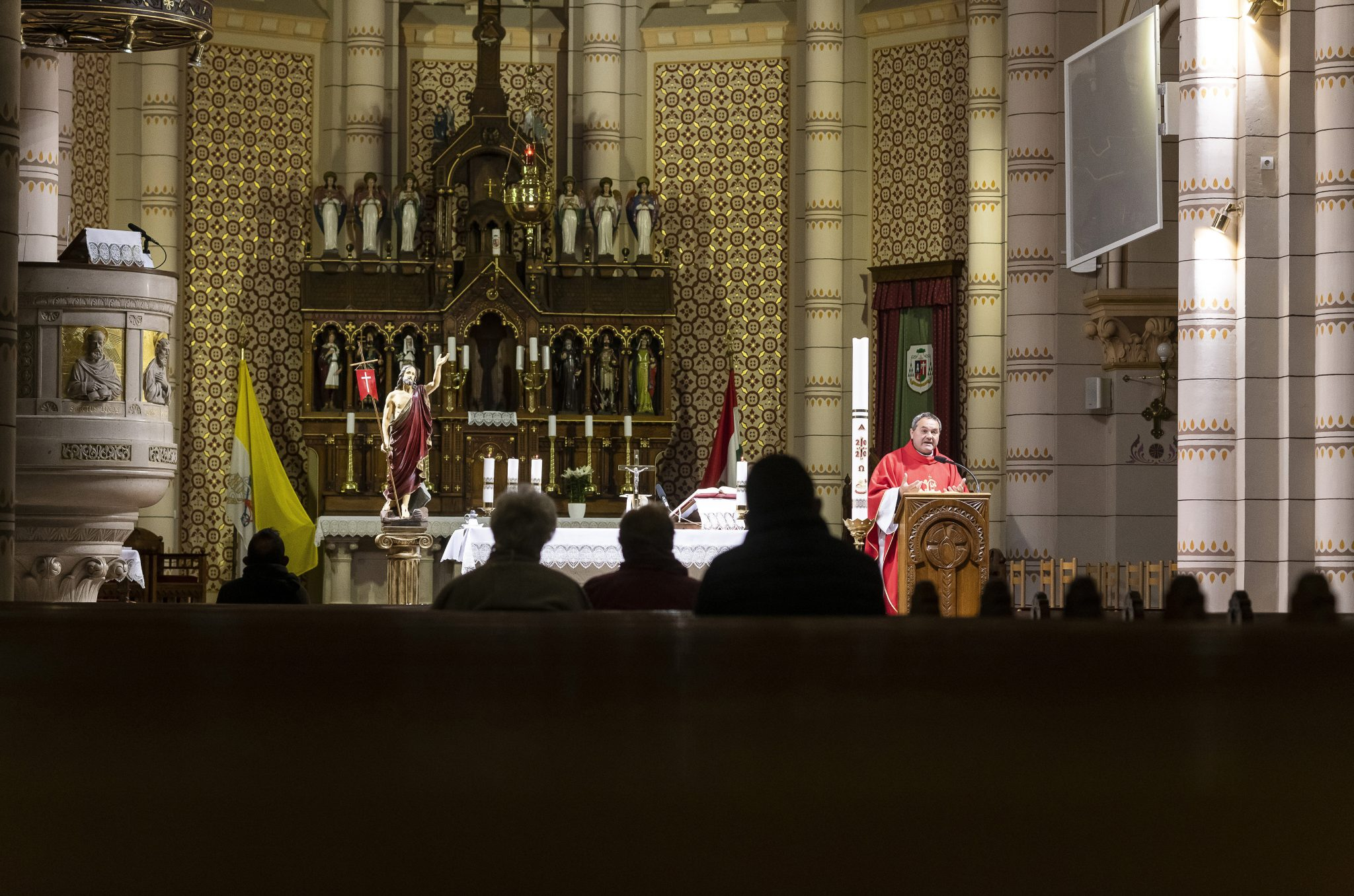 Cardinal Erdő: Catholic Churches to Stay Open in Hungary post's picture