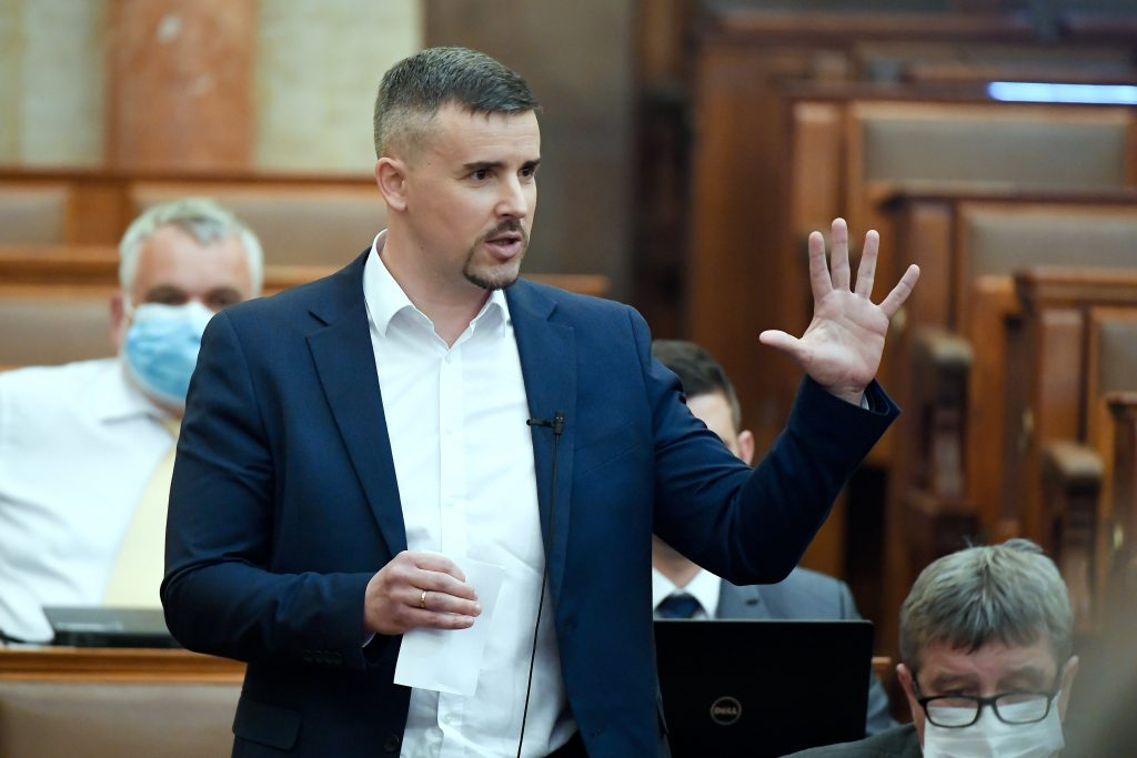Opposition Jobbik to Submit Covid Bailout Bill to Parlt post's picture