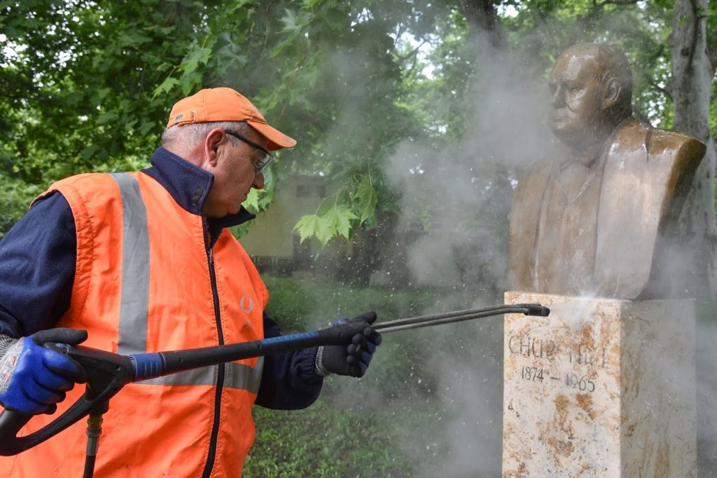 Hungarian Press Roundup: Churchill's Statue Defaced in Budapest post's picture