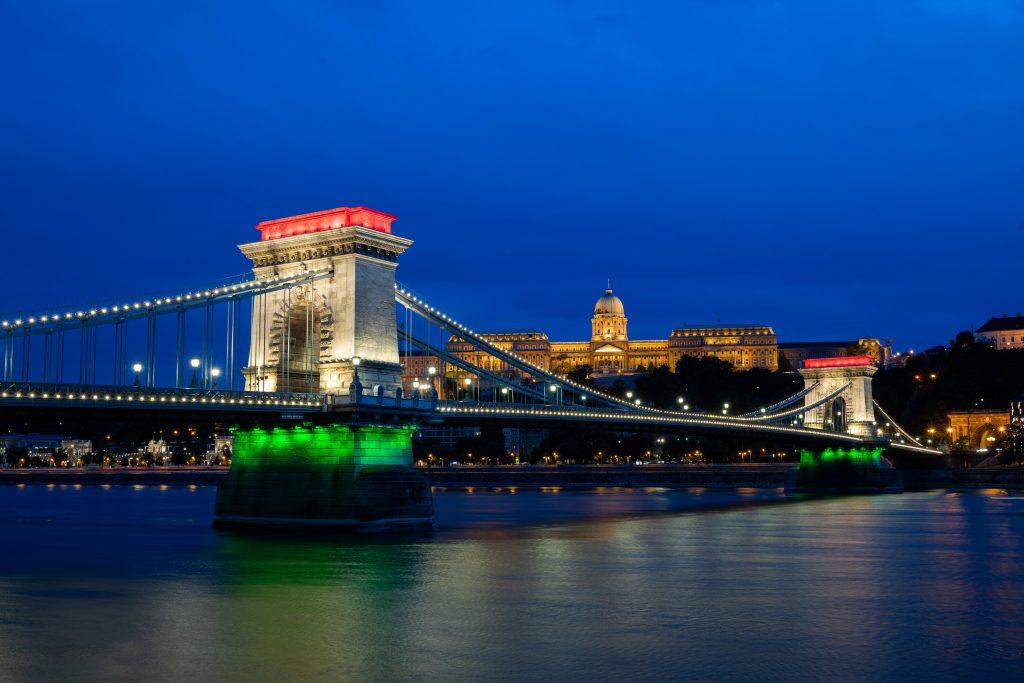 Trianon 100: Chain Bridge Illuminated in National Colors to Mark Anniversary post's picture