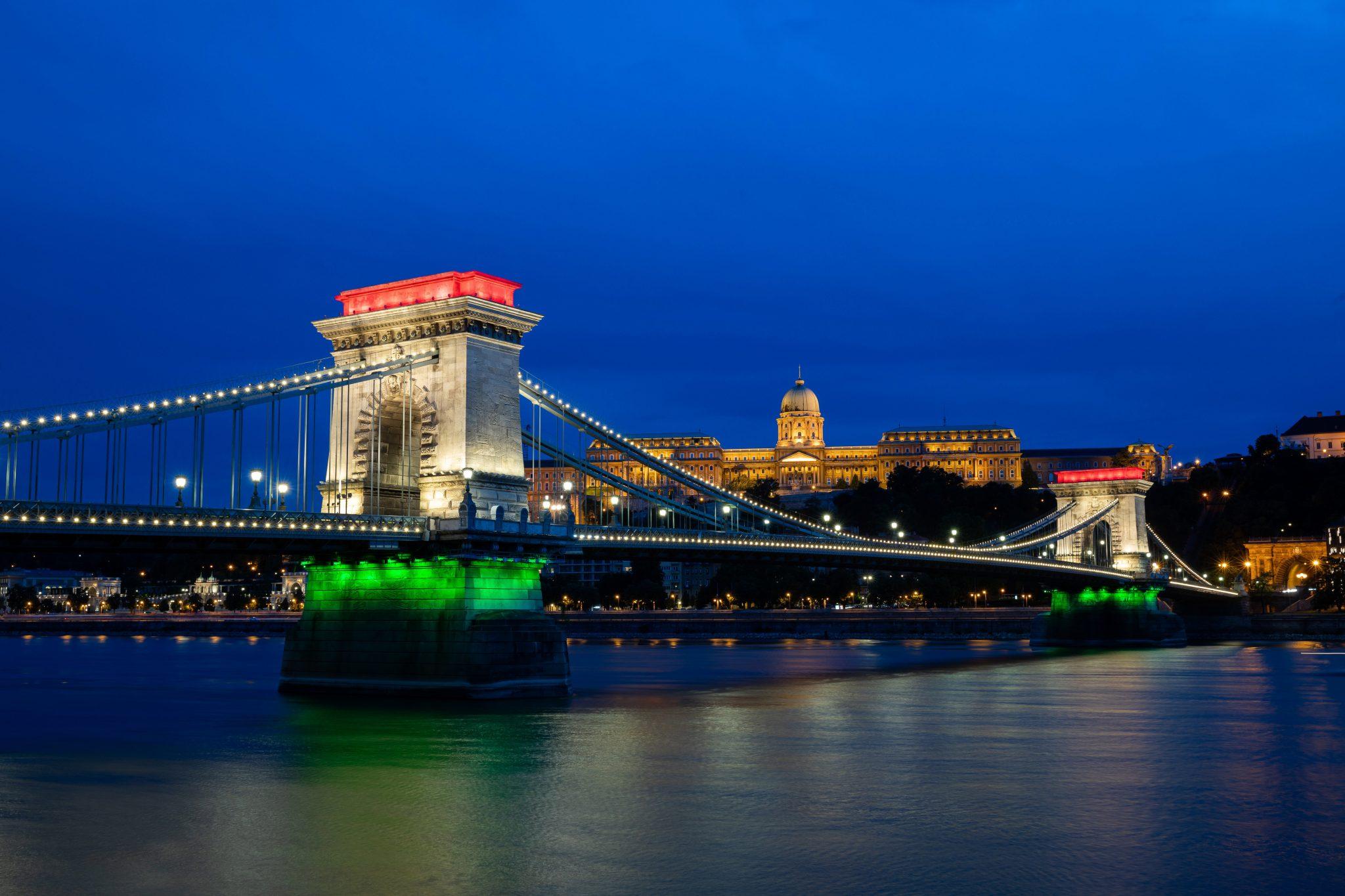 Star Actor Joseph Gordon-Levitt Asks for Photos of Hungary for New Project