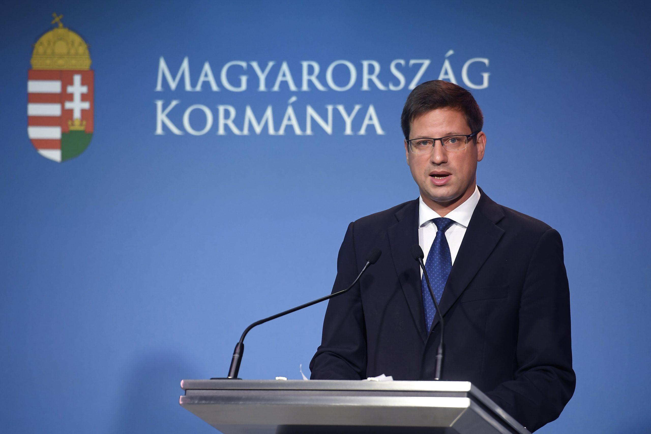 Le gouvernement examinera la situation de Covid et l'efficacité des restrictions actuelles la semaine prochaine