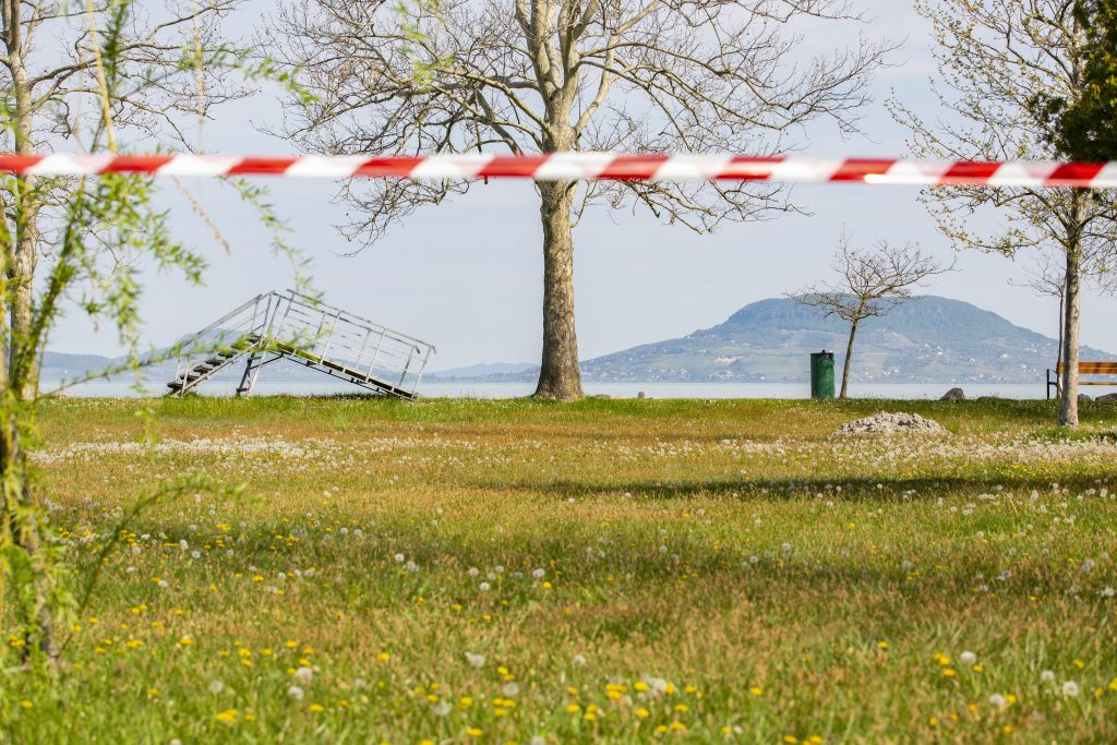 DK Calls for Law on Free Beaches at Lake Balaton post's picture