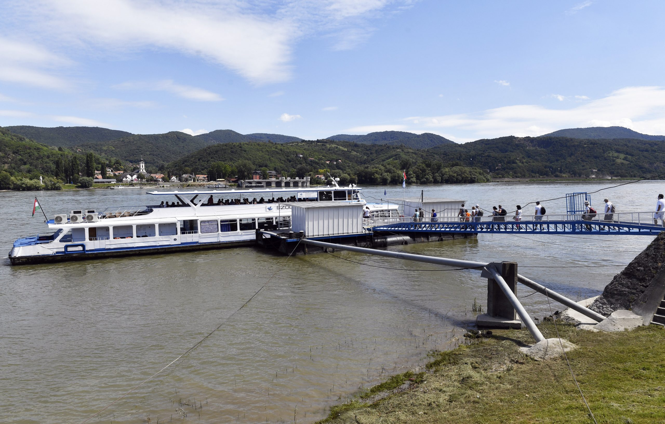 Two New Inexpensive Circle Cruise Lines to Explore the Breathtaking Danube Bend post's picture