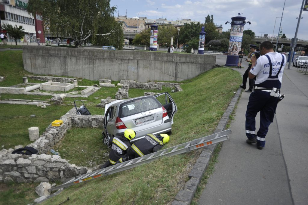 Car Rolls Over Ancient Ruins in Óbuda post's picture