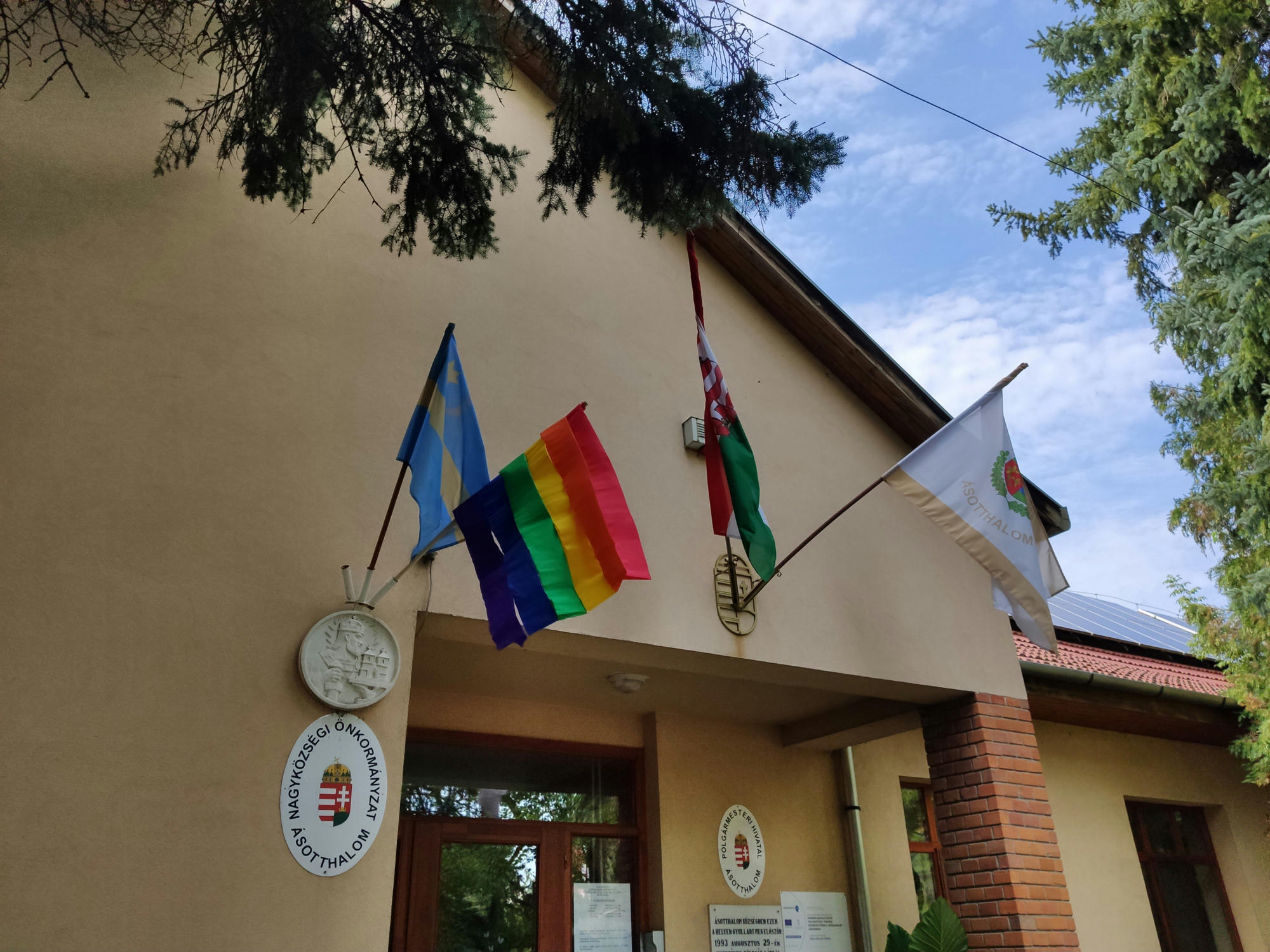 Flag War: Momentum Party Hangs out Rainbow Flag on Toroczkai-led Ásotthalom's Town Hall post's picture