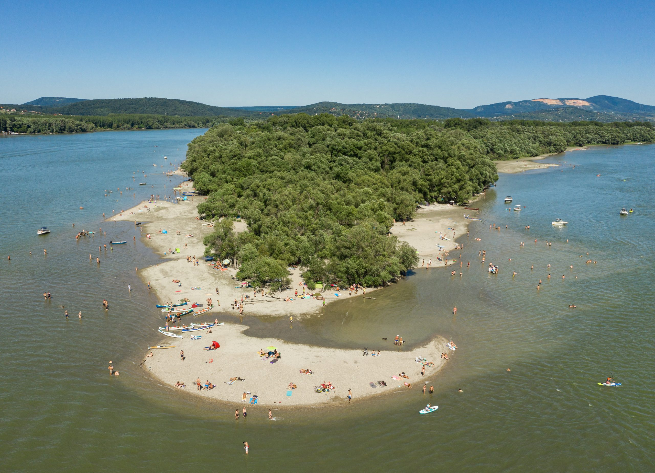 Bathing in Danube Only Allowed at Designated Free Beaches, Police Warn