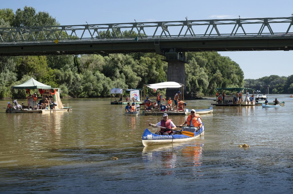 Plastic Cup Competition Participants Clean River Tisza of 8.2 Tonnes of Waste post's picture