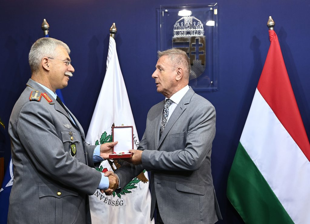 NATO Commander Receives High State Award post's picture