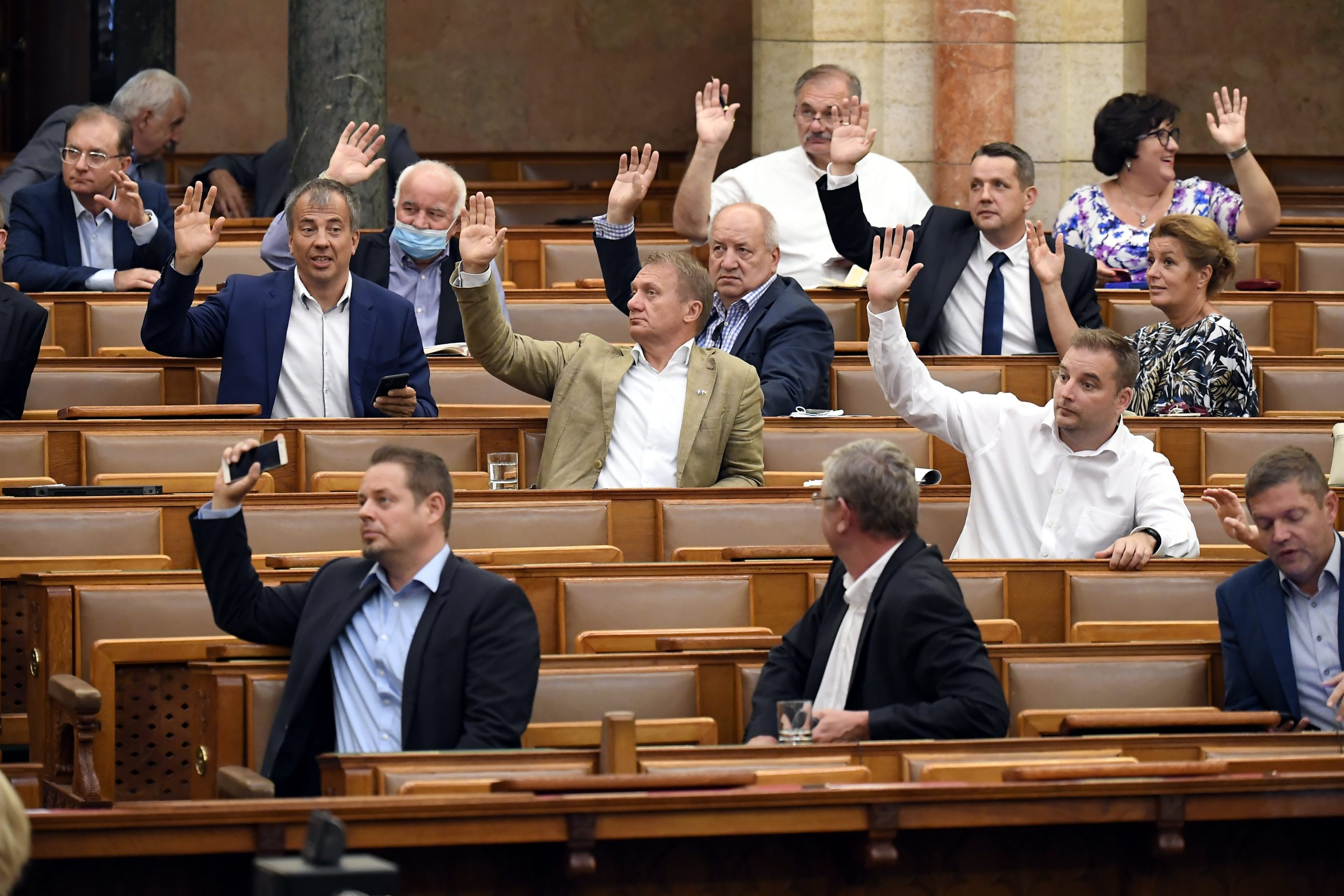 Hungarian Press Roundup: Opposition Parties Join Forces