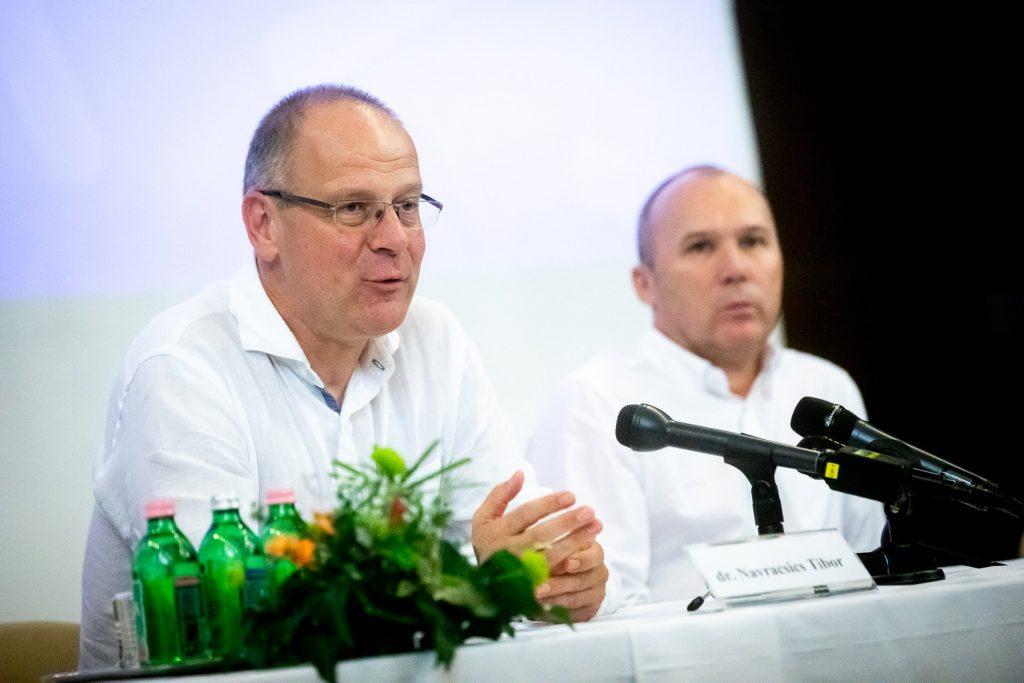 Hungarian Press Roundup: Navracsics Says Fidesz Risks Losing Centrist Voters post's picture