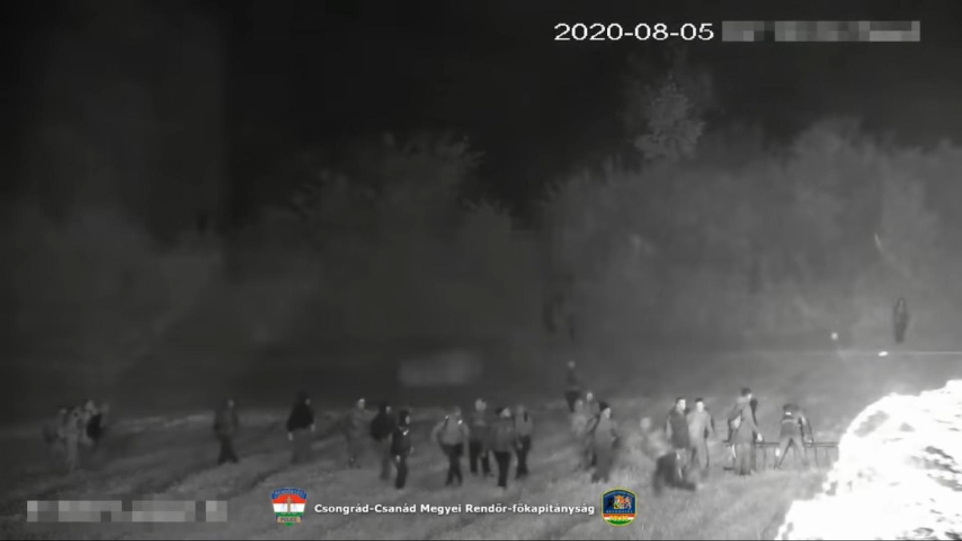 Migrants Attempt to Break Through Röszke Border Crossing