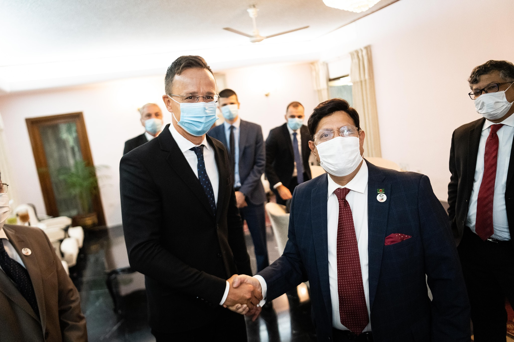 Szijjártó Discusses Economic Cooperation with Bangladeshi Counterpart post's picture