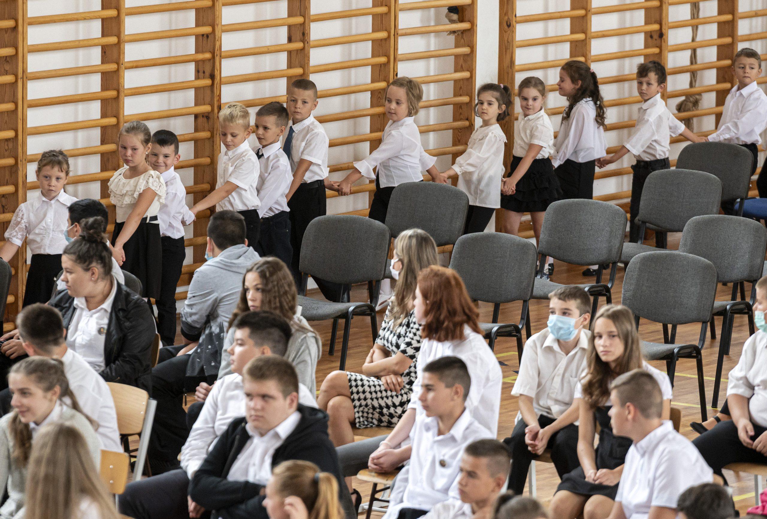 Hungarian Press Roundup: School Year Starts amid Coronavirus Doubts