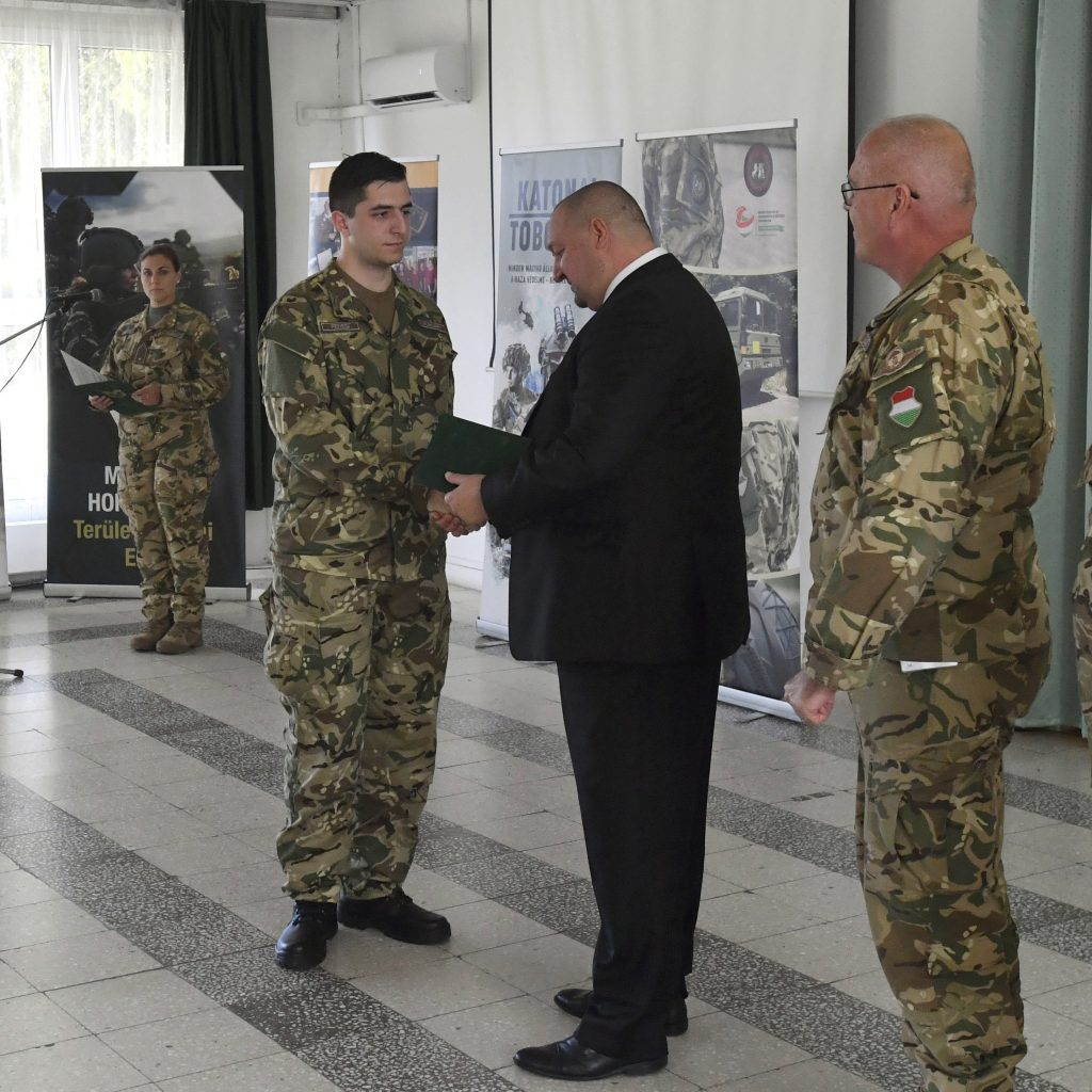 Hungarian Armed Forces Signs 10,000th Volunteer Reservist post's picture