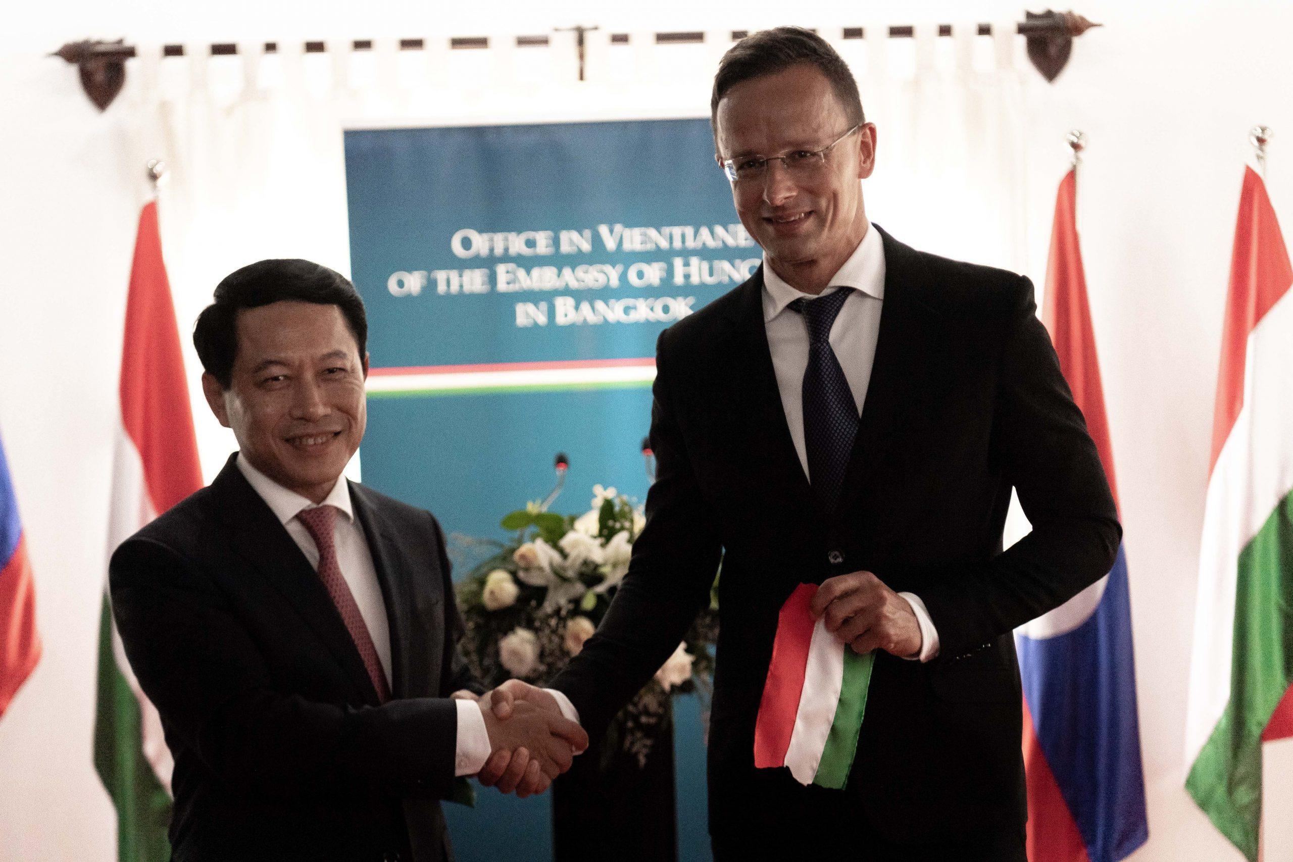 FM Szijjártó Discusses Economic Cooperation with Laos Counterpart post's picture