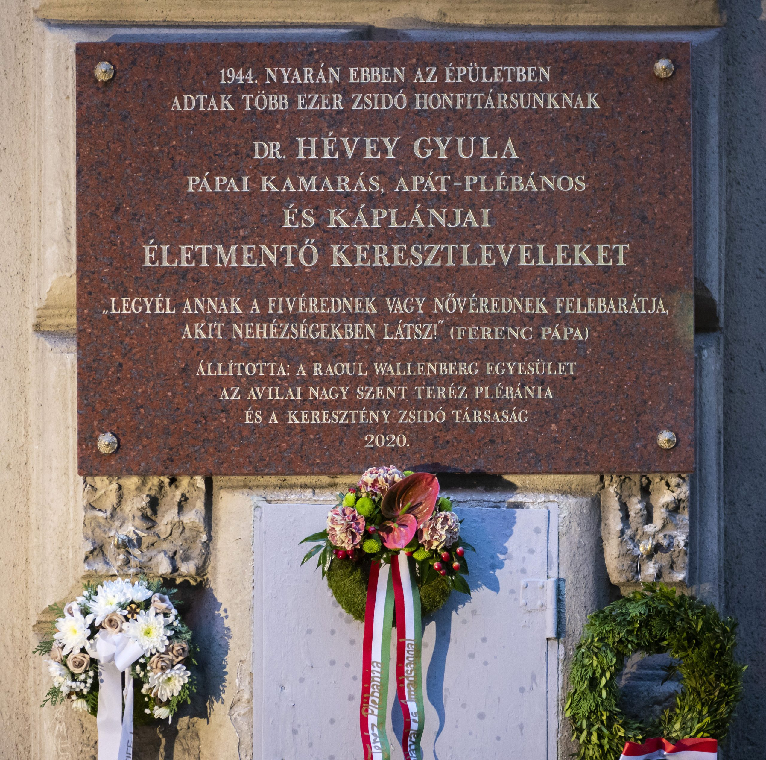Plaque Unveiled in Budapest in Tribute to Catholic Priest Hévey who Saved Jews post's picture