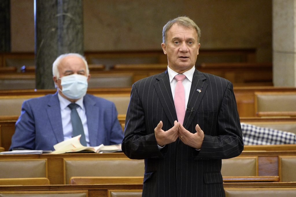 DK Accuses Gov't of Spending on 'Show Investments' while Indebting Hungary post's picture