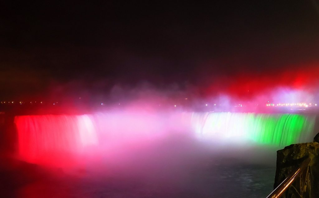 Niagara Falls Turned Hungarian National Colors to Mark 1956 Revolution post's picture
