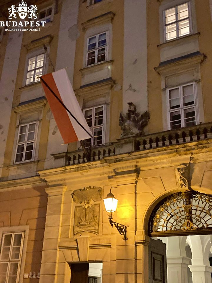 Budapest Displays Vienna Flag with Black Ribbon in Honour of Terror Attack Victims post's picture