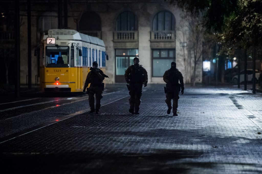 Heavily Armed Anti-Terrorist Units Patrolling During Curfew Draws Criticism from Budapest Mayor post's picture