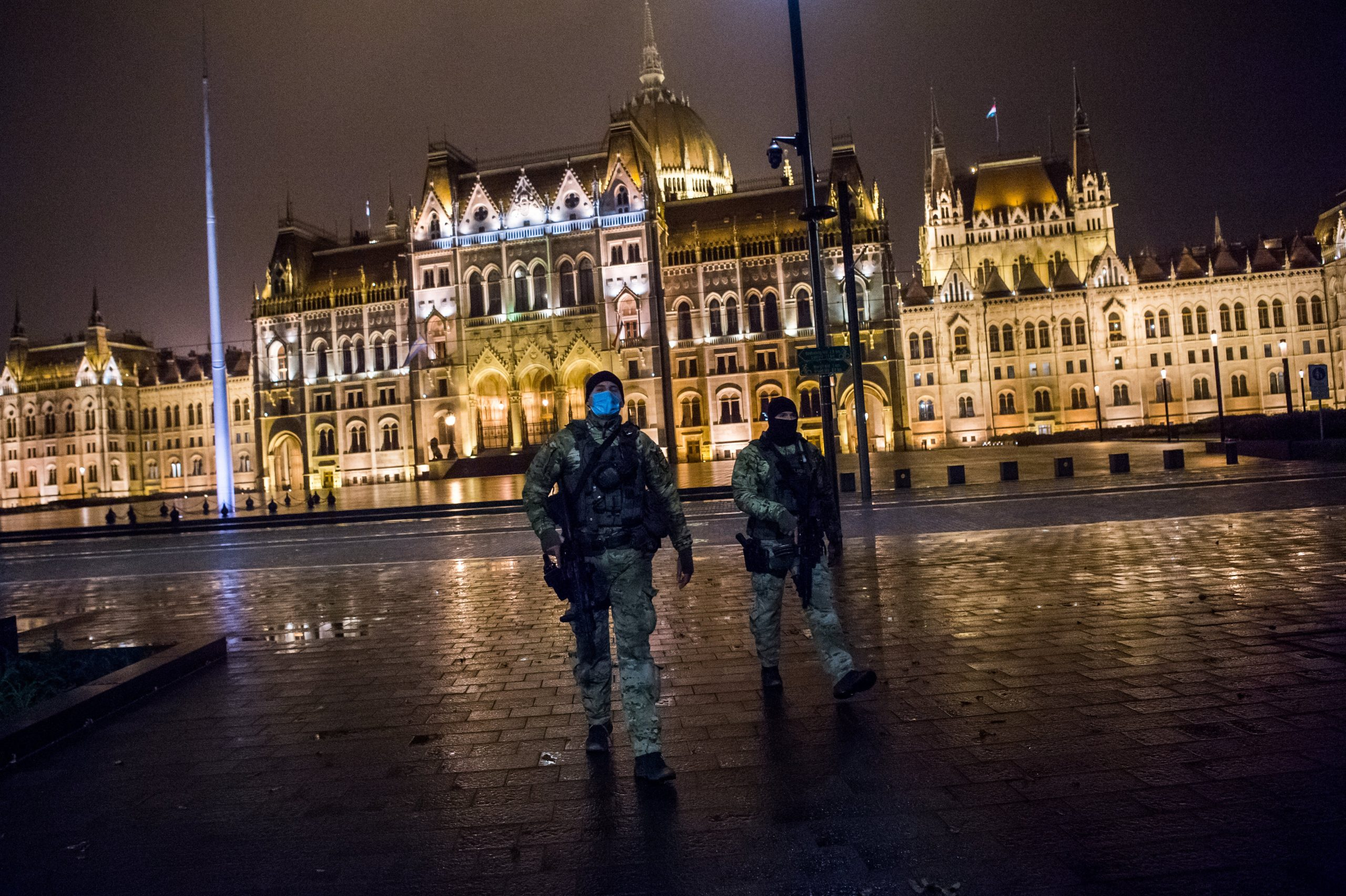 Night Curfew Leaves Budapest Streets Empty - Photo Gallery!