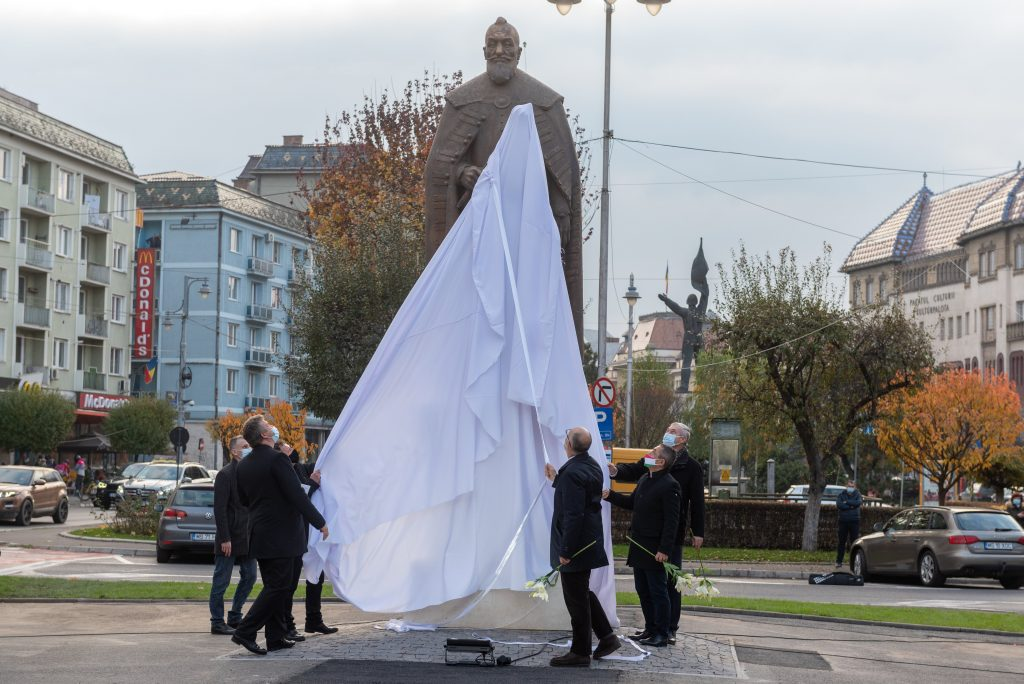 Transylvania Prince Bethlen's Statue Inaugurated in Marosvásárhely post's picture