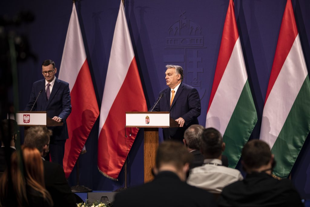 Hungarian Press Roundup: Hungary and Poland Challenge EU Rule of Law Conditionality post's picture
