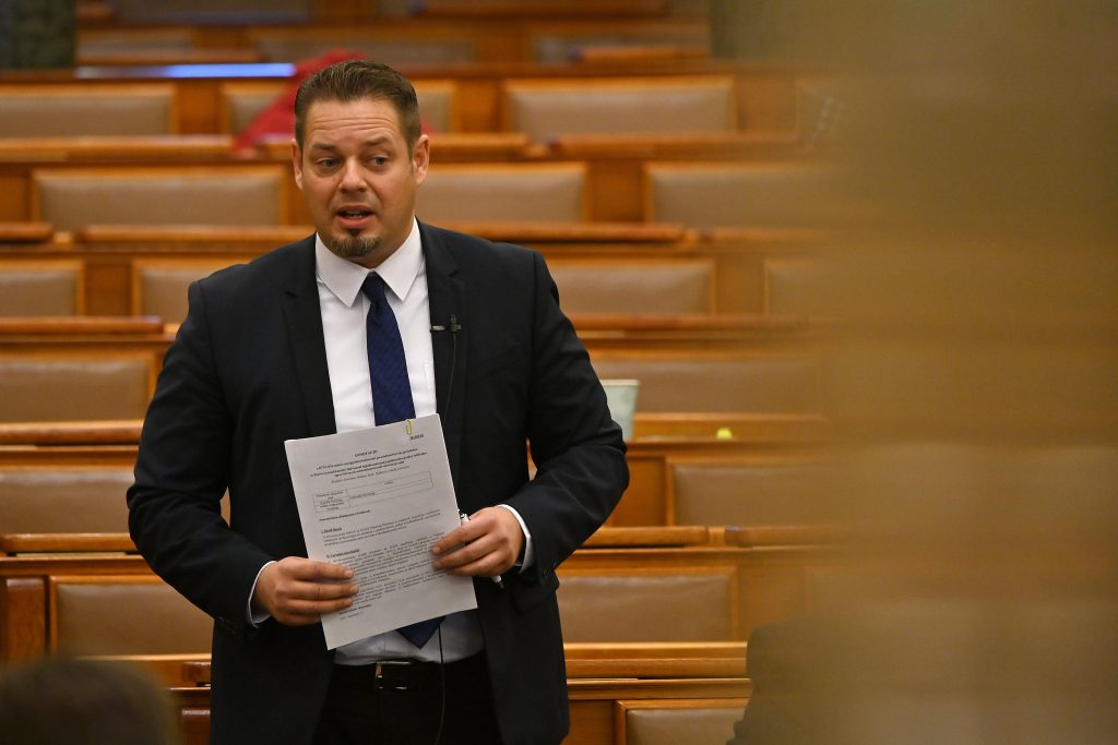 "LMP Accuses Fidesz of ""Outsourcing"" Universities for Access to EU Funds post's picture"