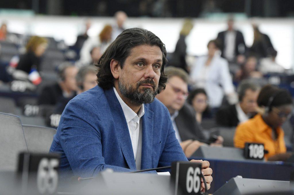 Hungarian Press Roundup: EPP Punishes Fidesz MEP Tamás Deutsch post's picture