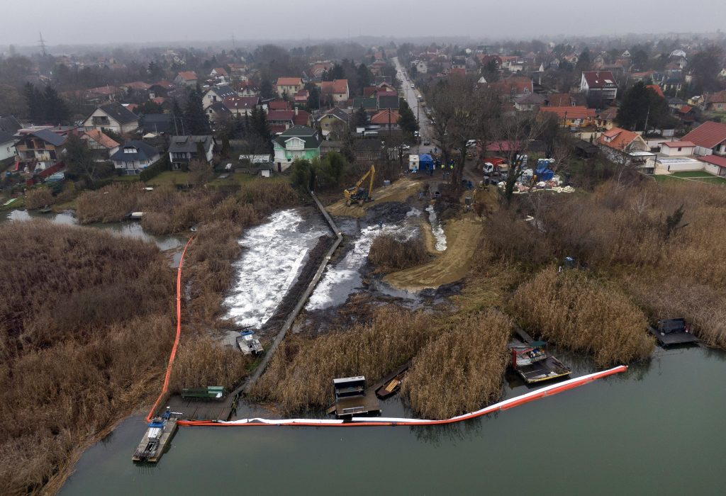 Rescue Operation Removes 400 Tonnes of Waste Contaminated with Oil near Budapest post's picture