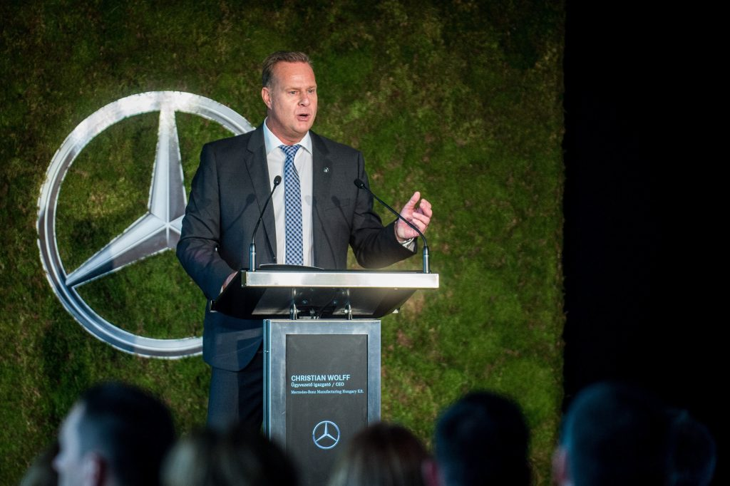 Mercedes to Make Fully-EV Cars in Hungary post's picture