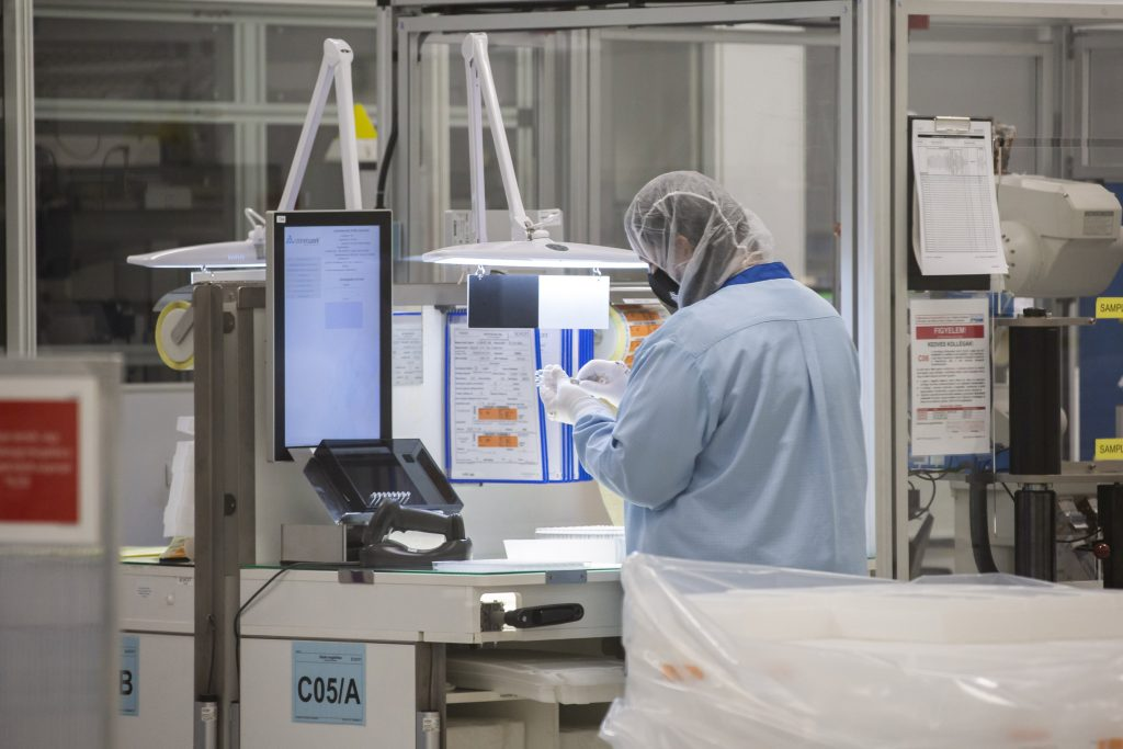 Russian Sputnik V, British AstraZeneca Vaccines Get Hungarian Authorities' Approval post's picture