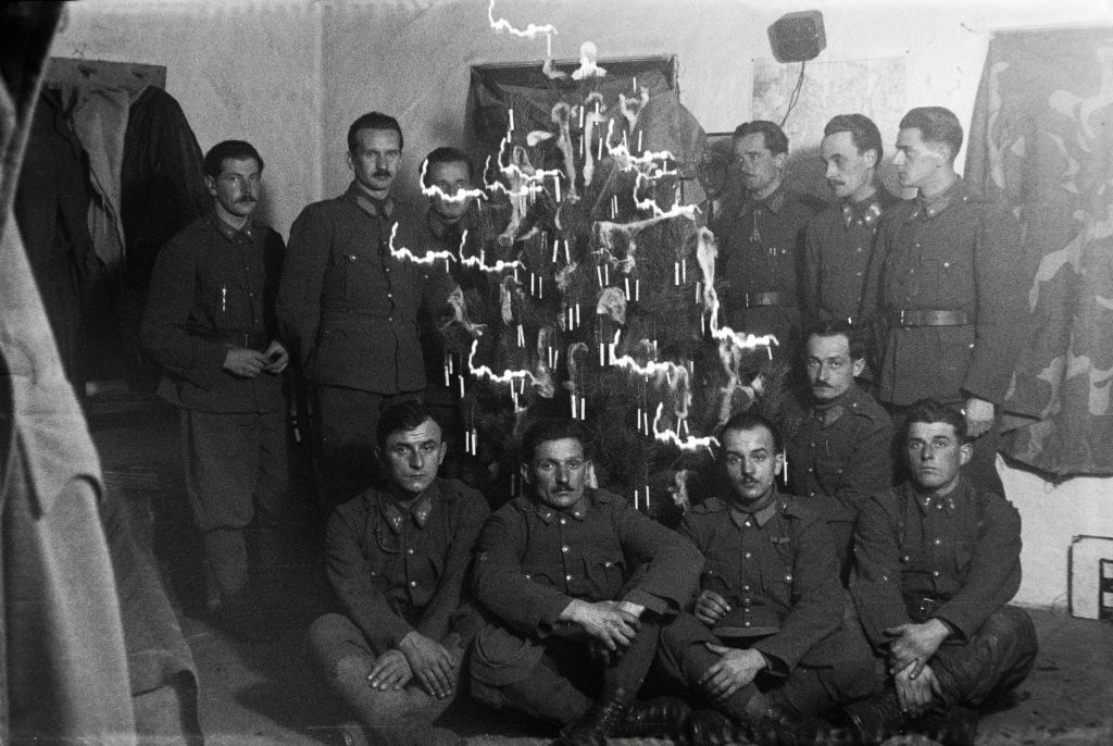 How Hungary Celebrated Christmas During the Second World War – Photos! post's picture
