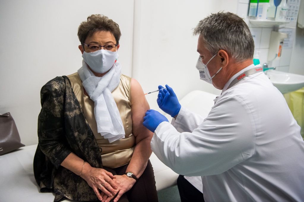 Chief Medical Officer Müller Gets Vaccinated post's picture