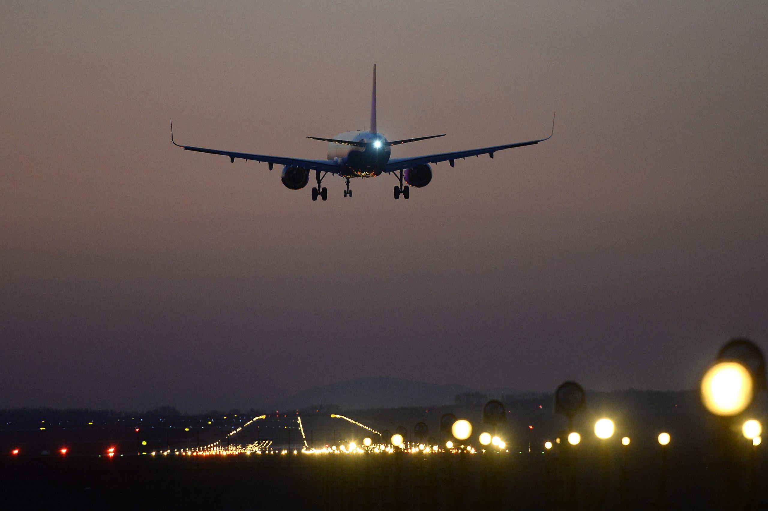 Coronavirus: UK Planes Allowed into Hungary from Midnight