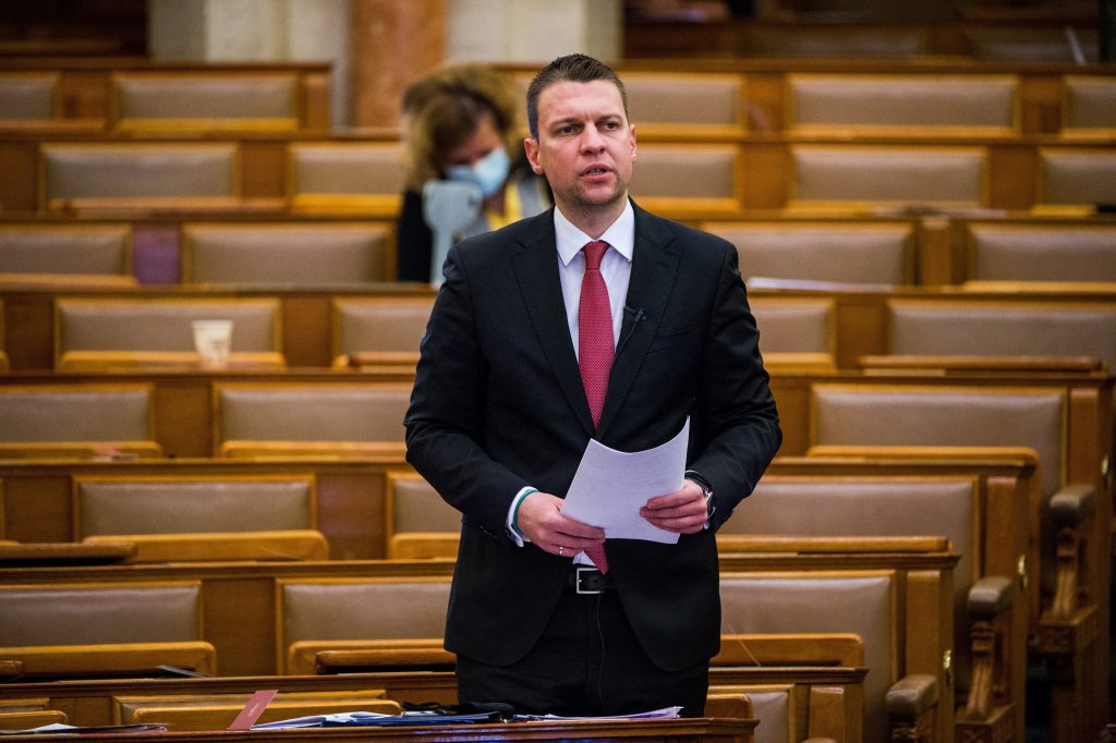 State Secretary: Eastern Jabs Saved Hungarian Economy 'Vast Amounts of Money' post's picture