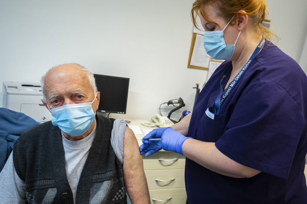 Hungary to Begin Vaccinating Under-60s with Chronic Illnesses post's picture