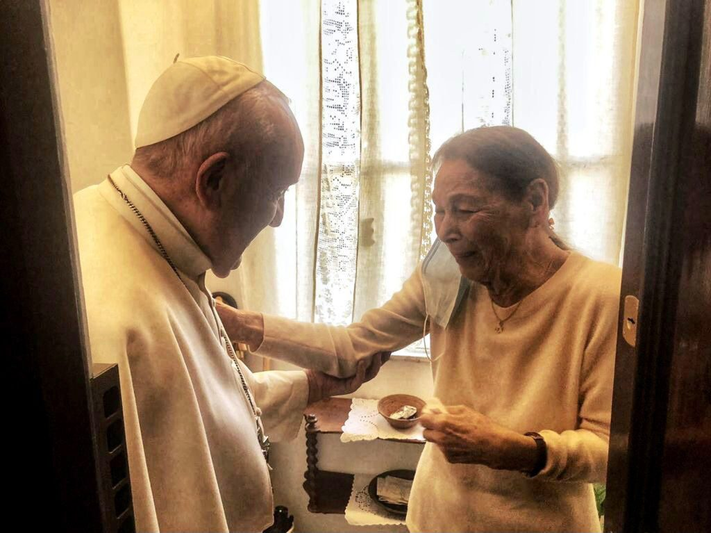 Pope Francis Visits Hungarian Holocaust Survivor post's picture